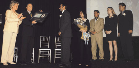 photo::From (l) to (r), ICS Dean Debra J. Richardson looks on as Mr. Bren receives a memento from ICS students Shawn Shah, Nhu Vuoung, Jose Romero, Tempe Kraus and Albert Udompanyvit.