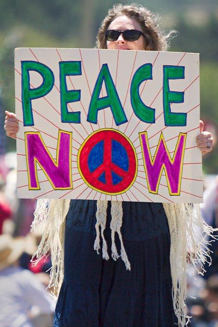 Symbole de la Paix  - Page 6 PeaceNow-m