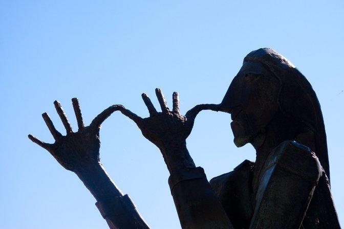 Konstanz nose-thumbing statue