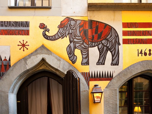 Konstanz doorway: Haus zum vorderen und hinteren Elefant